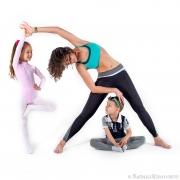 зарядка с детками, фотосессия мамы и детей в студии