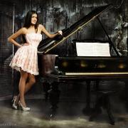 девушка с роялем